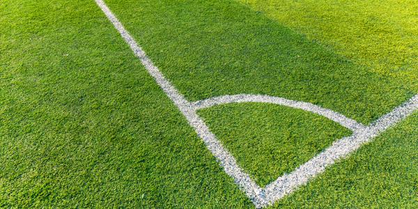 Campo de fútbol de hierba artificial